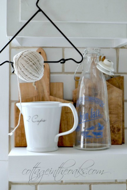 Cottage kitchen shelve