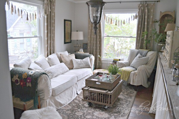 Cottage Living Room - Cottage in the Oaks