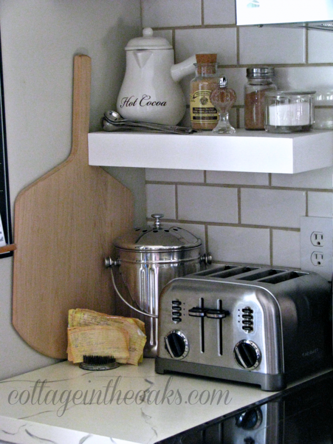 cottage-vignette-in-kitchen